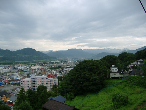 梅雨空の大峰山を望む